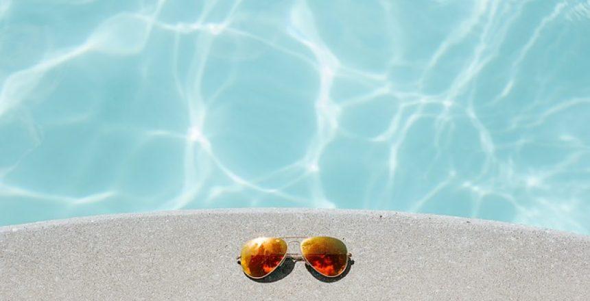 האם צריך לשים משקפי שמש רק בקיץ